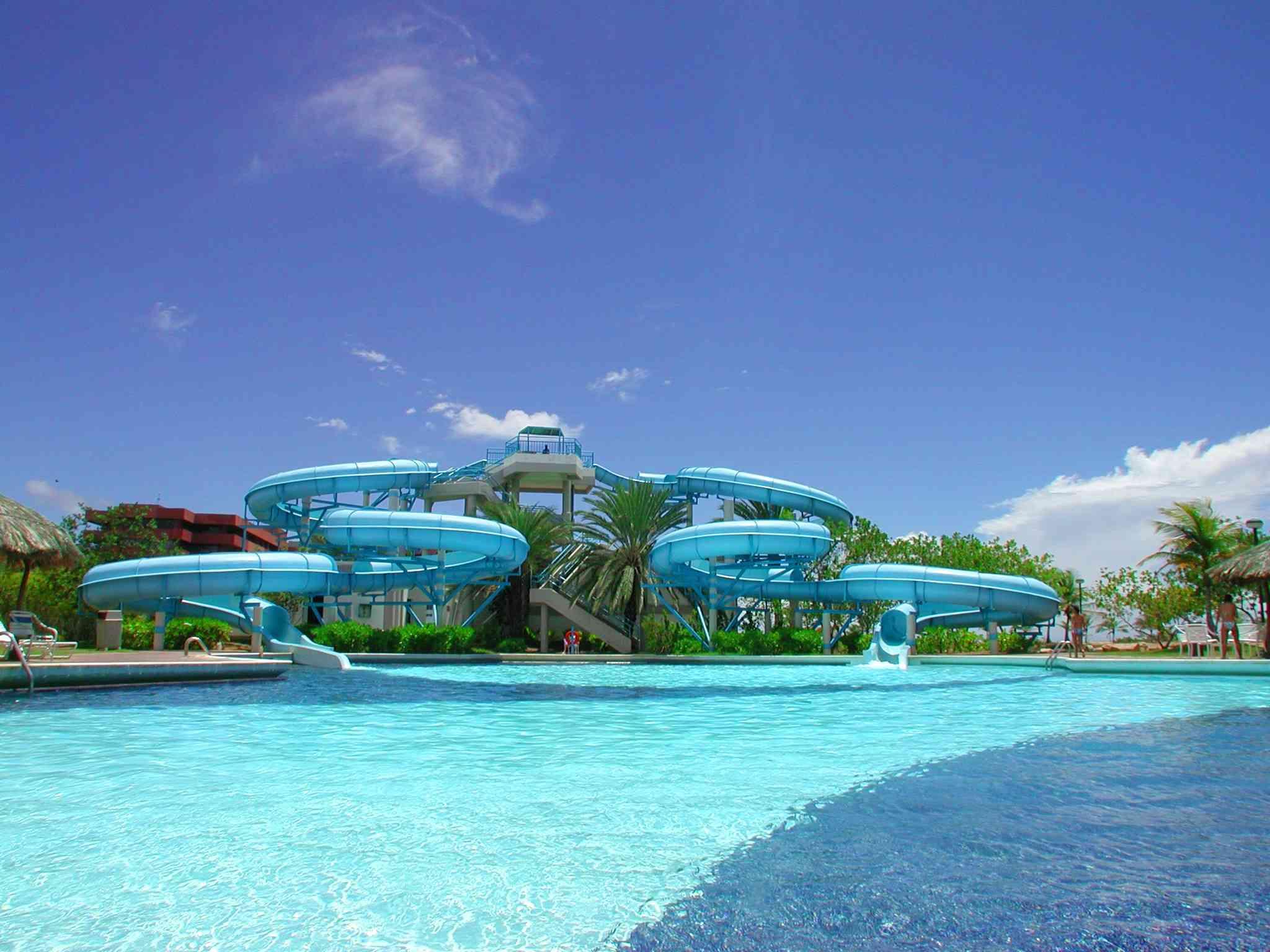Laguna mar cacao travel for Toboganes para piscinas
